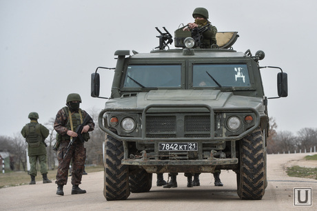 Безоружные украинские военные встретились с Российскими. Переговоры.Севастополь. Аэропорт Бельбек, армия, военные, солдаты, техника