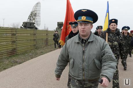 Безоружные украинские военные встретились с Российскими. Переговоры.Севастополь. Аэропорт Бельбек, офицер, армия, военные, солдаты