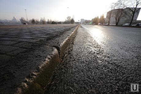 Грязный Екатеринбург перед саммитом Россия-Казахстан, грязь в городе, слякоть на дороге