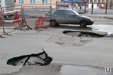 Коли Мяготина провал Курган, обвал дорожного покрытия, яма на проезже части, яма на проезжей части