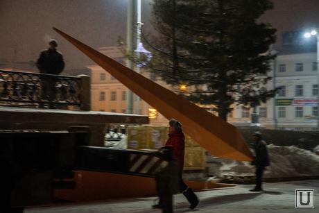 Демонтаж стэллы Ордена Ленина на Плотинке, демонтаж краснознаменной группы, снос стеллы, демонтаж памятника, разборка знамен