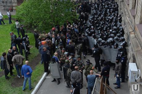 Захват областной администрацадминистрации. Луганск