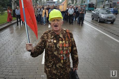 Митинг шахтеров в Донецке. Украина, митинг, медали, ветеран, каска