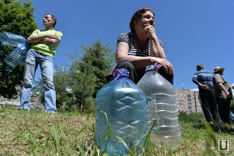 Краматорск, отключение централизованной подачи воды. Выдача воды. Украина, бутыли, ожидание, отключение воды