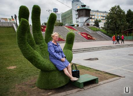 Зеленые фигуры. Екатеринбург, рука