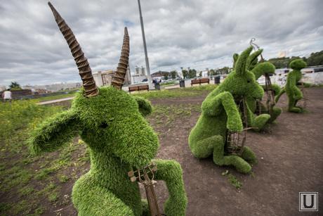 Зеленые фигуры. Екатеринбург, козёл
