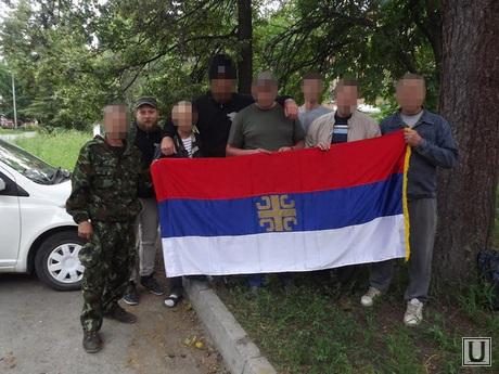 Добровольцы на войну и сербский инструктор.