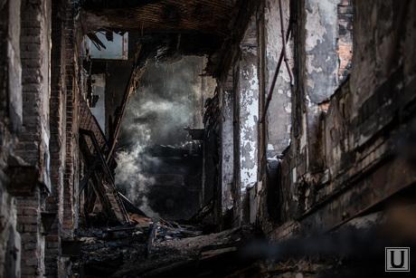 Пожар в заброшенной больнице в Зеленой роще. Екатеринбург, пожарище пепелище, заброшенная больница