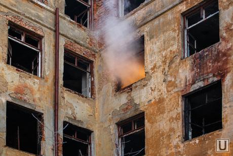 Пожар в заброшенной больнице в Зеленой роще. Екатеринбург, пожар, заброшенная больница