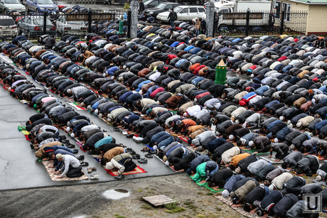 мусльманский праздник Ураза-байрам. Сургут, молитва, мусульмане, намаз