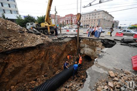 Ремонт на дороге. Челябинск. , труба, провал, дорога, яма, коллектор, канализация