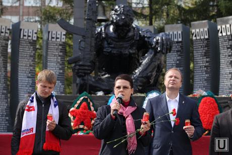 День борьбы с терроризмом. Акция памяти жертв Беслана. Екатеринбург, шептий виктор, Черный тюльпан, памятник