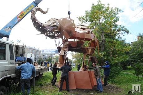 Слон. Челябинск., скульптура, слон