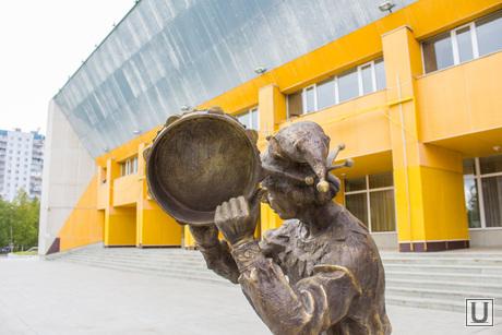 Памятник Шут. Нижневартовск., памятник, шут, бронза