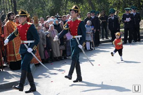Праздник памяти святого благоверного князя Александра Невского Курган, кадеты маршируют