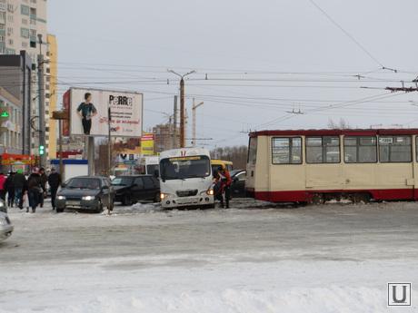 Снежный шторм в Челябинске 26 апреля 2014, Челябинск, затор, снежный шторм, апрель 2014