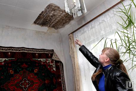 Аварийный дом Курган, аварийный дом, потолок рушится