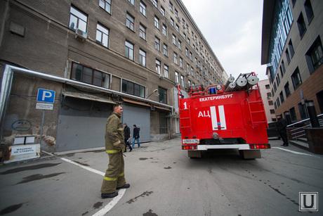 Пожарные у НПО Автоматика. Екатеринбург