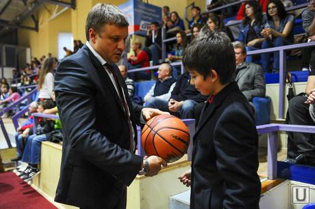 Баскетбол Динамо-Самара2. Челябинск., сандаков николай с сыном