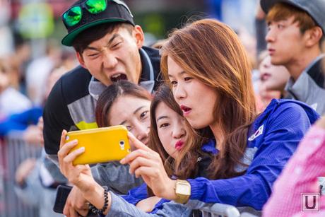 Чемпионат мира по летнему биатлону. Открытие. Тюмень, смартфон, фото на телефон, мобильник, азиаты, корейцы, кореанка