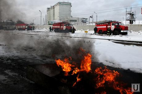 Учения МЧС Курган, пожарные машины, огонь
