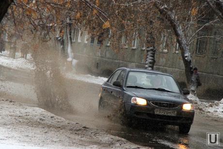Грязь на дороге Курган, грязь на дороге, брызги от машины