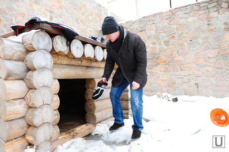 Хоккеист в зоопарке. Челябинск., вольер, панов константин