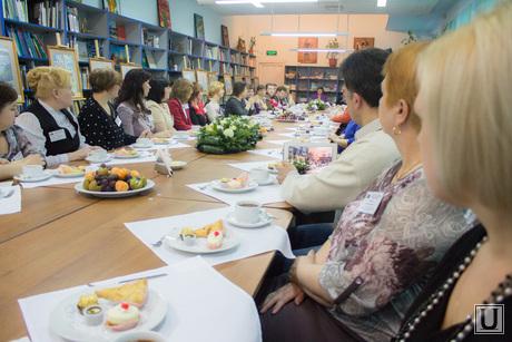 Встреча губернатора ХМАО с приемными семьями. Ханты-Мансийск., застолье, встреча