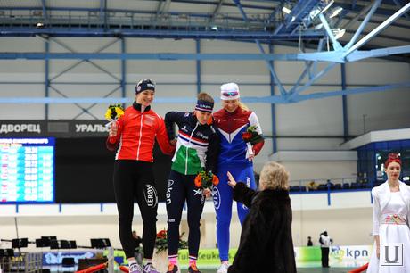 Чемпионат Европы по конькобежному спорту. Челябинск, скобликова лидия, цветочная церемония