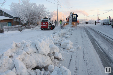 Снег в городе, Салехард, уборка снега, дорожные работы, сугроб на дороге