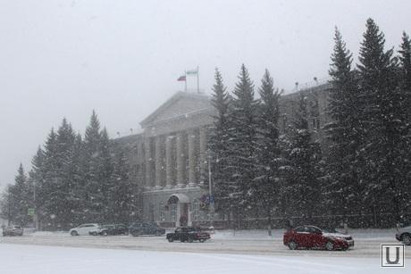 Снег, пурга в городе Курган, снег, правительство кург обл, пурга