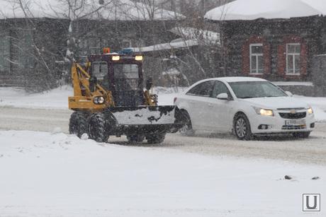 Снег, пурга в городе Курган, снег, снегоуборочная техника, пурга