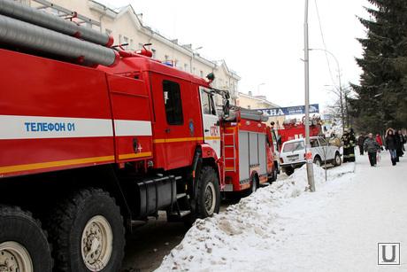 Обрушение перекрытия в поликлинике №5 Курган, пожарные машины