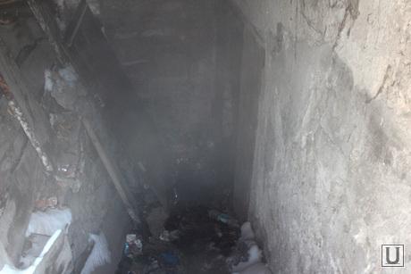 Обрушение перекрытия в поликлинике №5 Курган, вход в подвал