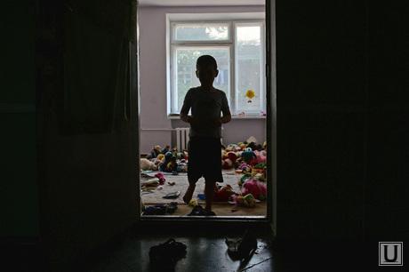 Беженцы из Славянска. Украина , ребенок, детали, сирота, беспризорник, мальчик