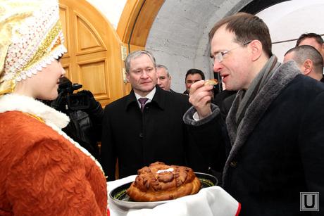 Владимир Мединский в Богоявленском храме Курган, хлеб соль, богоявленский храм, мединский владимир