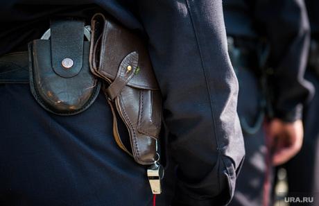 Полиция на Площади 1905 года. Екатеринбург, наручники, пистолет, полиция россии, свисток