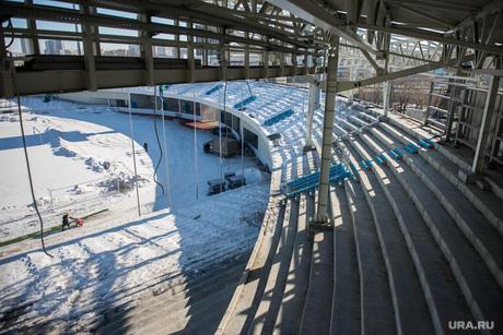 Строители разбирают Центральный стадион. Екатеринбург