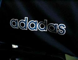 Adidas закрывает магазины в России. «Мы стали жертвами собственного успеха» 6ea63e4ea05
