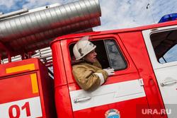 Учения пожарных. Тюмень, пожарная машина, пожарные