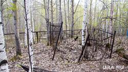 Стройка на кладбище. Нижневартовск, кладбище, сломанная ограда