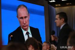 Пресс-конференция Путина. Москва, путин на экране