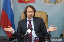 Сергей Лисовский Курган, лисовский сергей, разводит руками