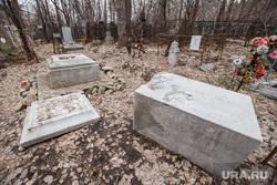 Бывшая могила Льва Брусницина на Ивановском кладбище. Екатеринбург, могильные плиты