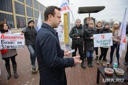 Акция молодогвардейцев у Театра Драмы по отмене алко-тонизирующих напитков. Екатеринбург