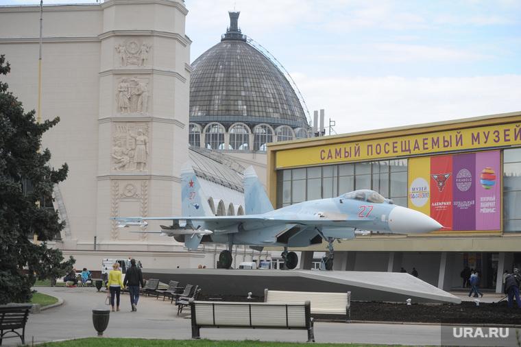 Военная техника на ВДНХ. Москва