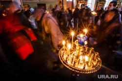 Погребение плащаницы Христа в Свято-Троицком Соборе. Екатеринбург, свечи, церковь, вера, прихожане, паства, религия