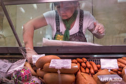 На мясоперерабатывающем предприятии. Магнитогорск, продукты, продавец, витрина, мясная продукция, еда, прилавок