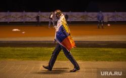 Фанзона ЧМ по футболу 2014: первая игра Бразилия-Хорватия. Екатеринбург, футбольные болельщики, флаг россии