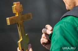 Возложение цветов мемориал Локомотив, Автомобилист, служба церковная, крест